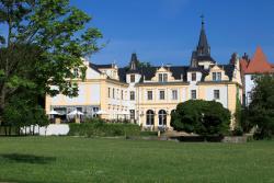 Schloss und Gut Liebenberg, Parkweg 1, 16775, Liebenberg