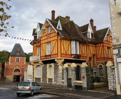 La Porte De Bretagne, 50 Rue Saint-Sauveur, 80200, Péronne