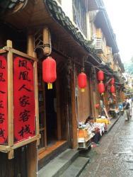 Fenghuang Renjia Riverside House, No.14 Beibian Street, 416200, Fenghuang