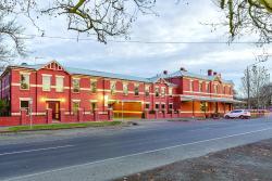 Lake Inn - Ballarat, 1317 Mair Street, 3350, Ballarat