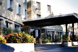 Golden Pebble Hotel, 500 Boronia Road, 3152, Wantirna