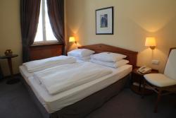 Hotel zum Erbprinzen, Karlsruher Straße 1, 68723, Schwetzingen