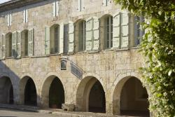 Chambres d'Hôtes La Garlande Saint-Clar, 12 place de la Mairie, 32380, Saint-Clar