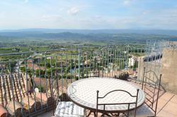 Hôtel Restaurant Panoramique César, Place de la Liberté, 84480, Bonnieux