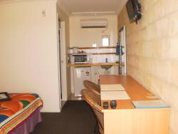 A Country View Motel Ilbilbie, 20 Greenhill Road, Cnr Bruce Hwy & Greenhill Rd  Ilbilbie, 4738, Ilbilbie