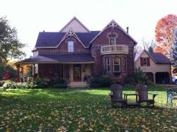 The Maples Bed and Breakfast, 938392 Airport Rd., L9V 0M1, Creemore