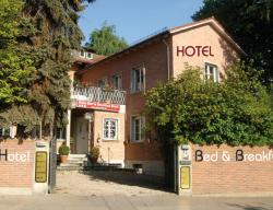 Hotel B&B Bredl in der Villa Ballestrem, Steinweg 32, 94315, Straubing