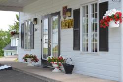 Hôtel Maison Blanche, 104 boulevard Gérard-d.-Lévesque, G0C 1Z0, New Carlisle
