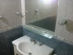 Hotel Embassy, Calle 26 nº 913, 7607, Мирамар