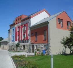 Hotel Mlyn, Mlynská ulica, 919 26, Zavar