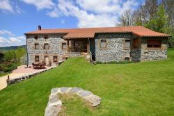 Le clos des pierres rouges, lieux dit Rougeac, 43580, Saint-Privat-d'Allier