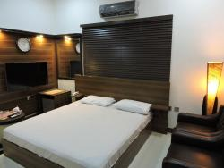 Jannat Guest House, Bungalow no B-2/24, Autobahn road, unit no 3, Latifabad, 71800, Hyderabad