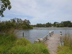 Calm Waters Waterfront Cottage 2, 2/187b Jacobs Drive, 2540, Sussex inlet