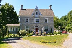 Clyde Hall Bed and Breakfast, 131 Mill Street, K0G 1K0, Lanark