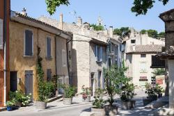 Hôtel Restaurant l'Arbre de Mai, Rue de l'Eglise, 84160, Cucuron