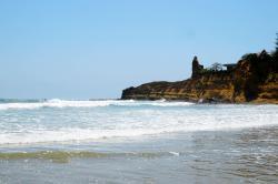 Arena Guadua Hostel y Surf Camp, Carretera Spondylus E15, en la entrada del Camino La Punta, primera propiedad de la izquierda, 241702, Montañita