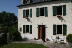 La Maison Aux Volets Verts, La Maison Aux Volets Verts, Place De L'eglise, 64400, Saucède