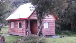 Cabaña Raices del Monte, Sector Chaqueihua s/n Km 106, Camino Rio Blanco,, Río Negro