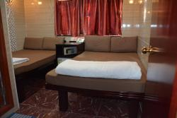 Everest Base Camp Hostel, Flat D2 ,17/F, Block D, Chungking Mansion, 40 Nathan Road,, Hong Kong