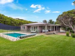 Back Beach Sanctuary with pool, Forbes St, 3941, Rye