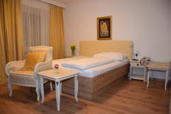 Hotel zum Goldenen Schiff, Hauptplatz 23, 4470, Enns