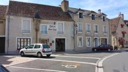 Hotel A Notre Dame, 4 Place Notre Dame, 36400, La Châtre