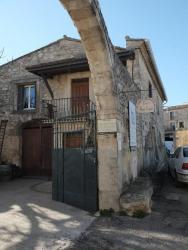 Gite Cour St Vincent, 1 Place st Vincent, 34730, Saint-Vincent-de-Barbeyrargues