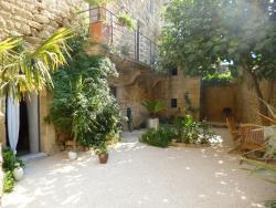 Guesthouse de Cambis B&B, 19 rue de la cournilhe, 30210, Remoulins
