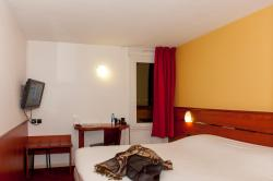 Brit Hotel Agen - L'Aquitaine, Gaussens Centre Routier Sortie A7, 47520, Le Passage