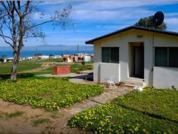 SHARED HOME: for solo female travelers only, private room, Km 16 Carretera Bufadora E8, 22847, La Joya