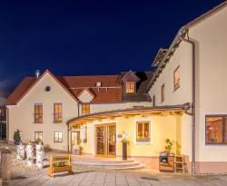 Landhotel Zum Goldenen Kreuz, Saubersrieth 12, 92709, Saubersrieth
