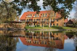 Hotel Strandhaus - Zimmer & Suiten im Spreewald, Ernst-von-Houwald-Damm 16, 15907, Lübben