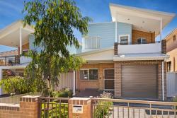 Villa Hodgkinson - Sydney, 18 Hodgkinson Crescent, 2213, Revesby