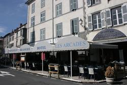 Hôtel des Roches, 7 Place d'Armes, 15100, Saint-Flour