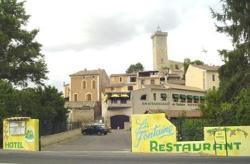 Hotel La Fontaine, Place Arsène Burle, 04800, Saint-Martin-de-Brômes