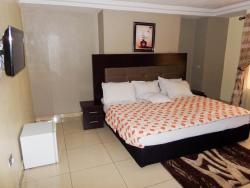 Regia Luxuria Hotel and Suites, 52/54, Alimosho Road By Alagutan Bus-stop, Iyana Ipaja,, Alimosho