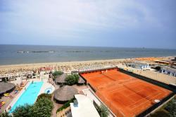 Grand Hotel Azzurra Club, Viale Petrarca 402, 48122, Lido Adriano