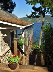 Baywatch Oceanfront Guesthouse, 6355 Genoa Bay Road, V9L 5Y4, Duncan