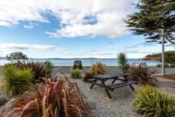 Beachfront Apartment, 70 Ocean Esplanade, Blackmans Bay , 7052, Kingston Beach