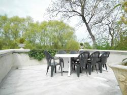 Les Bains Bed & Breakfast, 13 Bis Grande Rue, 89400, Cheny
