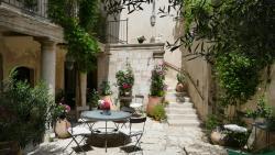 La Maison d'Isidore, 5 rue Isidore Gilles, 13210, Saint-Rémy-de-Provence