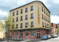 Hôtel du Commerce, 2 place de l'église, 63530, Volvic