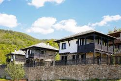 Three Houses Complex, Leshten , 2962, Leshten