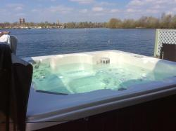 Paradise Lodge, 6 The Ramparts, Tattershall Lakes Country Park, Sleaford Road, Tattershall, , LN4 4LR, Tattershall