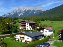 Pension Alpenhof, Oberstrass 226, 6416, 奥博斯特格