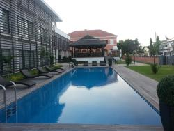 Casa Rosa Hotel Residence, Rua Travessa Pereira D'eça, Restinga Lobito,, Canata