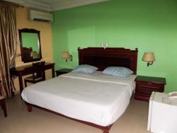 Golden Bird Hotel and Suites, Plot 12, Block R, Yemi Adetayo Street, Behind Romey Garden, Agungi,, Igboefon