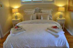 Machans Beach Bed & Breakfast, 167 O'Shea Esplanade, 4878, Holloways Beach