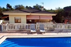 Villa Ebro, Carrer llobregat 9, 08911, Sils