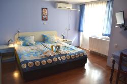 "Guesthouse ""Geshevi"", Vasil Levski 5, 4360, Banya"